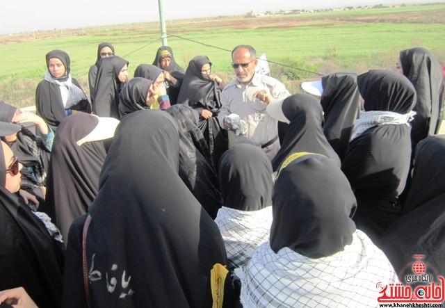 بازدید دانشجویان دختر بسیجی از مناطق عملیاتی جنوب_خانه خشتی_رفسنجان_ بهناز شریفی (۲۲)