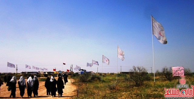 بازدید دانشجویان دختر بسیجی از مناطق عملیاتی جنوب_خانه خشتی_رفسنجان_ بهناز شریفی (۲۷)