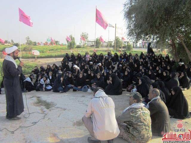 بازدید دانشجویان دختر بسیجی از مناطق عملیاتی جنوب_خانه خشتی_رفسنجان_ بهناز شریفی (۳۱)
