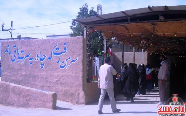 بازدید دانشجویان دختر بسیجی از مناطق عملیاتی جنوب_خانه خشتی_رفسنجان_ بهناز شریفی (۴)