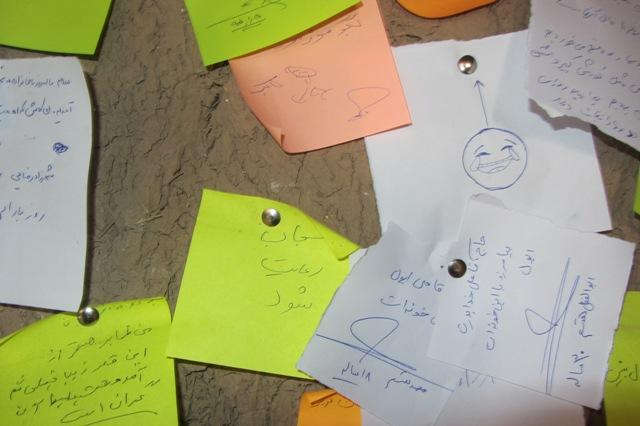 دل نوشته یک چینی بر دیوار خانه حاج آقا علی / عکس