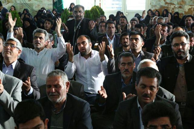 دوربین خانه خشتی در پخش زنده مراسم دعای ندبه گلزار شهدای گمنام روستای عرب آباد