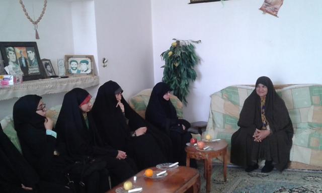 دیدار خواهران اتحادیه انجمن اسلامی دانش آموزان رفسنجان با مادر شهیدان خدادادی