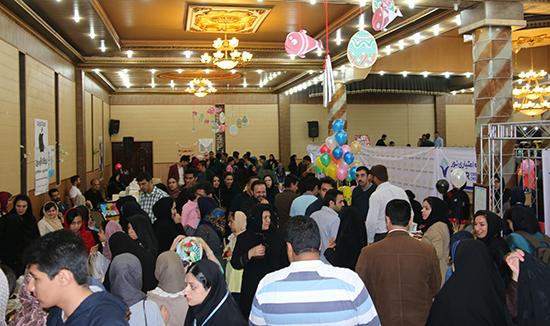 استقبال چشمگیر مردم رفسنجان از بازارچه خیریه نوروزی زنجیره امید