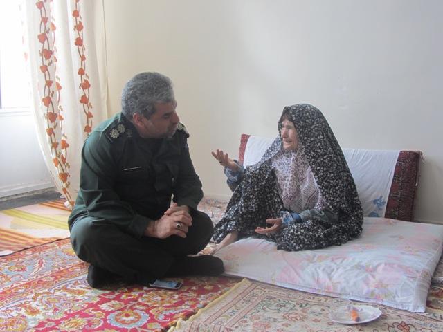 دیدار فرمانده ناحیه مقاومت بسیج رفسنجان با خانواده شهداء / عکس