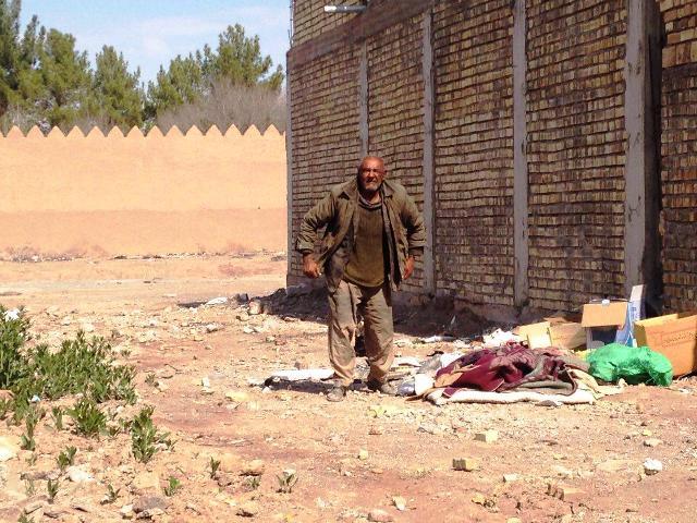 حصار شهر رفسنجان تنها پناه پیرمرد بی خانمان + عکس