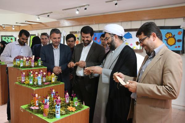 نمایشگاه فعالیتهای دستی و هنری نونهالان قرآنی در رفسنجان دایر شد / عکس