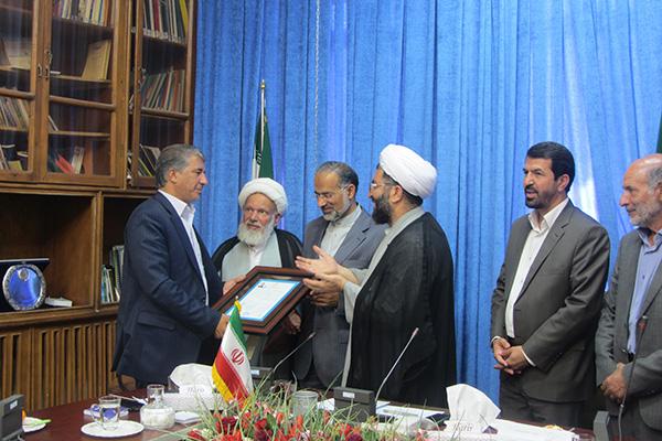 اعتبار نامه نماینده منتخب مردم رفسنجان و انار به وی تقدیم شد / عکس