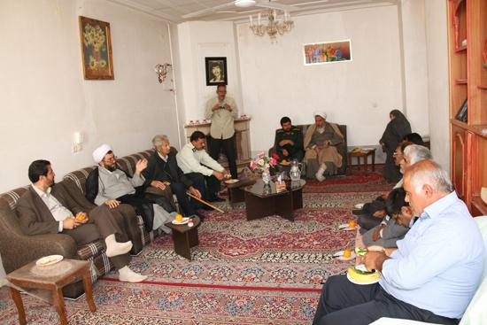 دیدار جمعی از مسئولین با خانواده های شهدا و ایثارگران دهستان کبوترخان رفسنجان/تصاویر