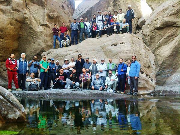دره نوردی گروه نسیم صبح رفسنجان در دره راگه / تصاویر