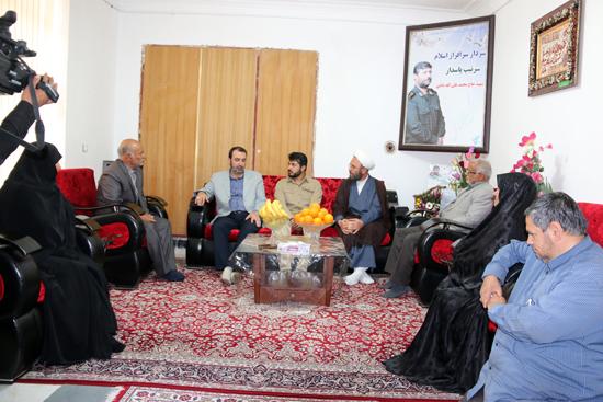دیدار خبرنگار اعزامی جمهوری اسلامی ایران به سوریه با خانواده سردار شهید الله دادی/تصاویر
