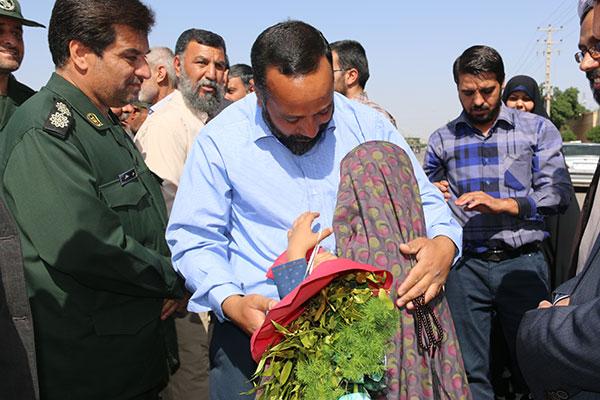 استقبال از شش مدافع حرم حضرت زینب(س) در رفسنجان / تصاویر