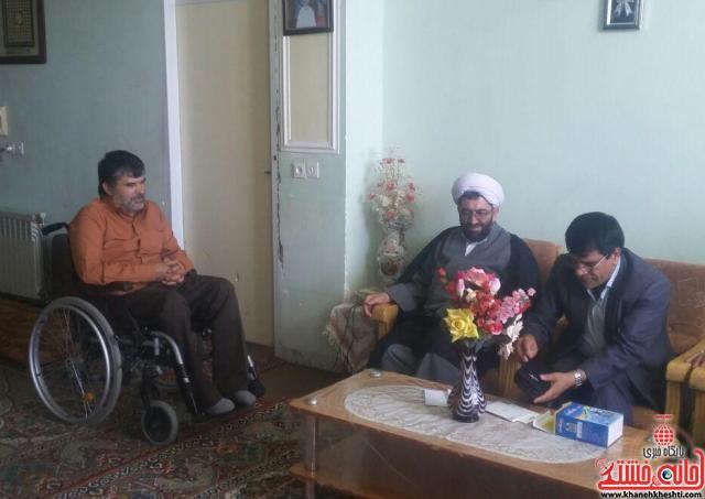 دیدار مسئولین رفسنجان با خانواده شهداء و جانبازان
