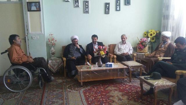 دیدار مسئولین رفسنجان با خانواده شهداء و جانبازان / تصاویر