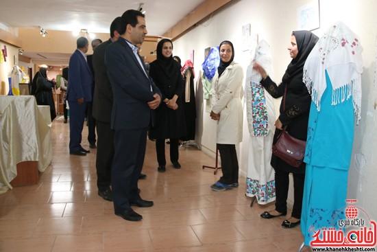 بازدید معاون فرماندار و رئیس اداره ارشاد رفسنجان از نمایشگاه تخصصی پارچه و لباس دانشگاه مفاخر رفسنجان