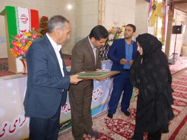مراسم بزرگداشت مقام معلم در نوق برگزار شد