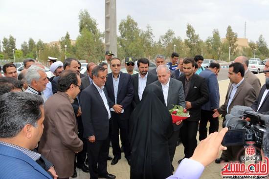 ادای احترام علی اصغر فانی وزیر آموزش و پرورش به مقام شامخ شهدای گمنام دانشگاه ولیعصر(عج) در آغاز سفر یکروزه خود به رفسنجان