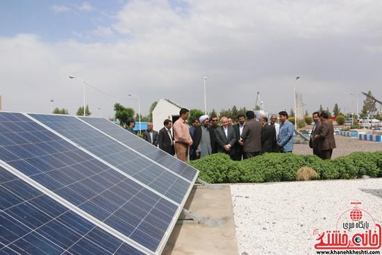 بازدیداز سایت خورشیدی دانشگاه ولیعصر(عج) رفسنجان توسط وزیر آموزش پرورش و هیئت همراه