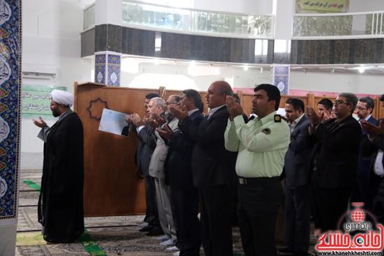 اقامه نماز ظهر و عصر وزیر آموزش پرورش و هیئت همراه  در مسجد دانشگاه ولیعصر(عج) رفسنجان
