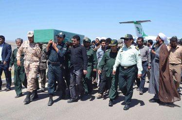 استقبال از شهید مدافع حرم در فرودگاه رفسنجان / تصاویر