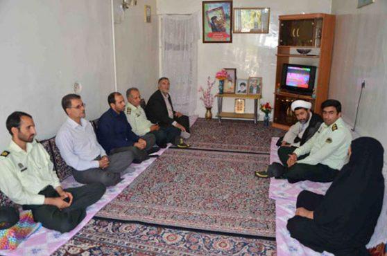 دیدار پرسنل نیرویانتظامی رفسنجان با خانواده شهداء / عکس