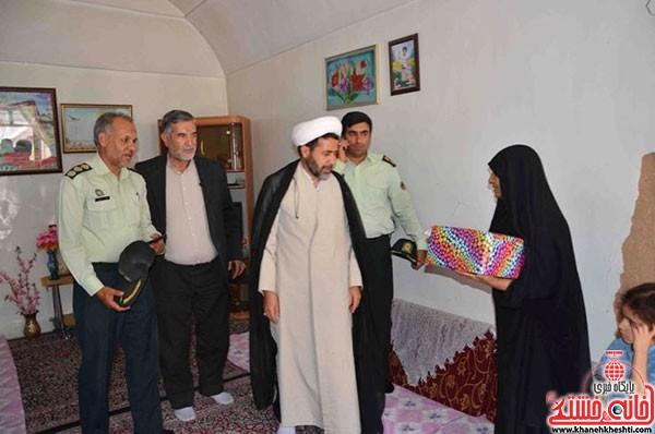 دیدار فرمانده نیرویانتظامی رفسنجان با خانواده شهداء (۳)