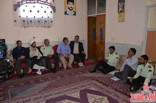 دیدار فرمانده نیرویانتظامی رفسنجان با خانواده شهداء (۴)