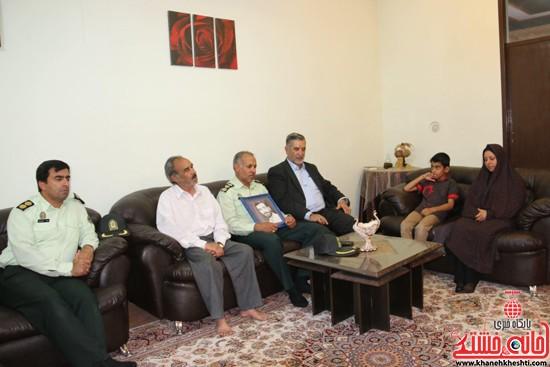 دیدار صمیمی فرماندهی نیروی انتظامی رفسنجان با خانواده معظم شهداء/تصاویر