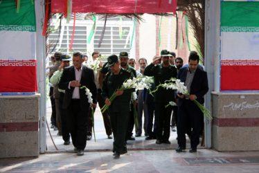 مراسم گلباران قبور مطهر شهدا به مناسبت ۵ مرداد ماه سالروز اقامه اولین نماز جمعه کشور/تصاویر