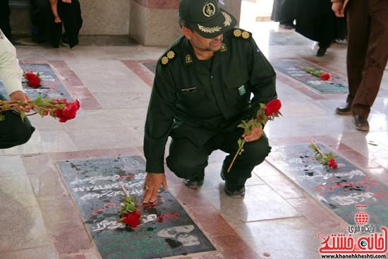 مراسم گلباران قبور مطهر شهدا به مناسبت 5 مرداد ماه سالروز اقامه اولین نماز جمعه کشور