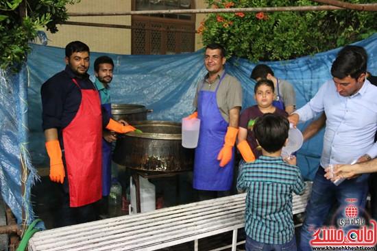 توزیع شربت در مراسم وداع با ماه مبارک رمضان مسجد جامع رفسنجان