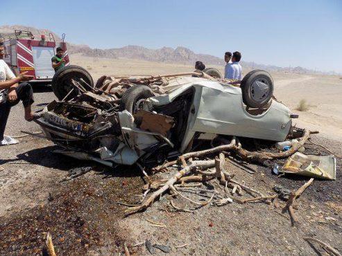 کشته و زخمی شدن ۶ نفر در برخورد دو خودروی سواری در شمس آباد نوق / تصاویر