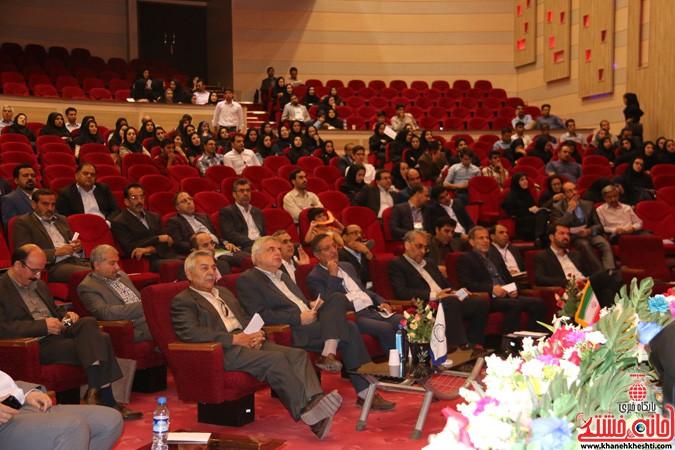 چهارمین کنگره ملی هیدروپونیک و تولیدات گلخانه ای در دانشگاه ولیعصر(عج) رفسنجان (۲۲)
