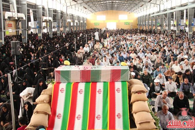 دعای عرفه در رفسنجان با رنگ و بوی شهید گمنام