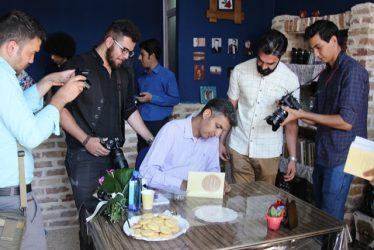 تصاویر/ جشن امضای کتاب «هنر شفاف اندیشیدن» با حضور عادل فردوسی پور در رفسنجان