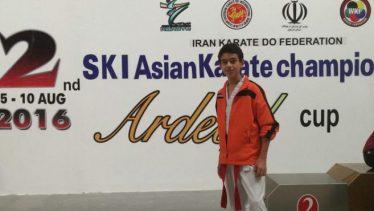 کسب مدال طلا توسط نوجوان رفسنجانی در مسابقات کاراته کشوری