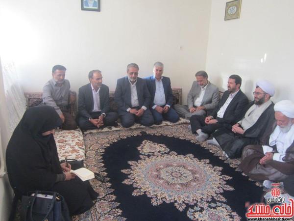 دیدار مسؤلین رفسنجان با خانواده شهداء