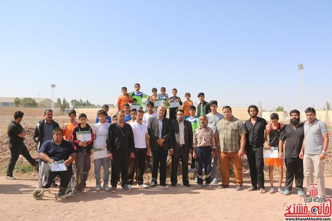 مسابقات دومیدانی به مناسبت هفته تربیت بدنی در استادیوم تختی رفسنجان برگزار شد