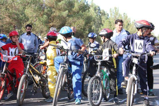برگزاری مسابقات دوچرخه سواری در رفسنجان به مناسبت هفته تربیت بدنی