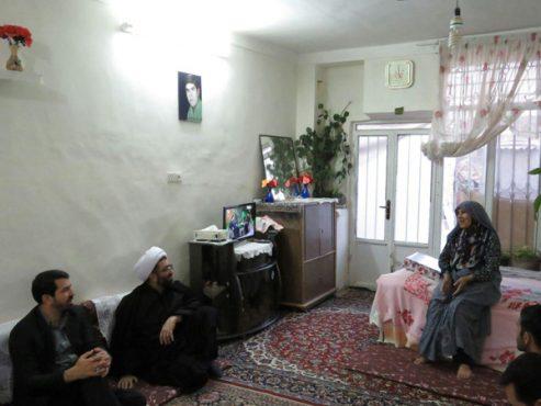 دیدار امام جمعه و فرماندار رفسنجان با سه خانواده شهید / تصاویر
