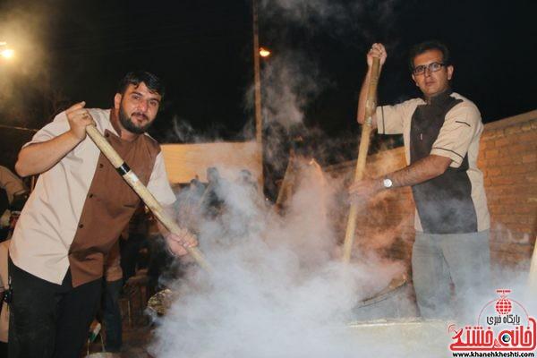 آئین حلیم پزی به همت جوانان رفسنجانی در  خیابان آذر 5