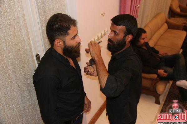 محمدعبادالهی در حال گریم توسط سید کاظم حسینی