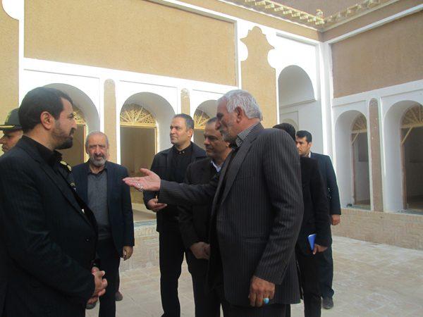 استاندار کرمان از روند مرمت خانه خشتی قاسم آباد بازدید کرد
