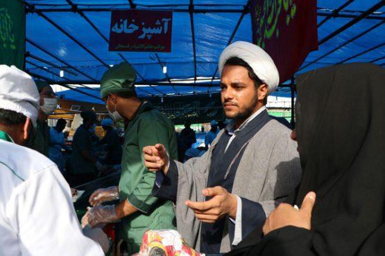 موکب خاتم الانبیاء رفسنجان در حال ارائه خدمات به زائرین اربعین حسینی در کربلای معلی / تصاویر