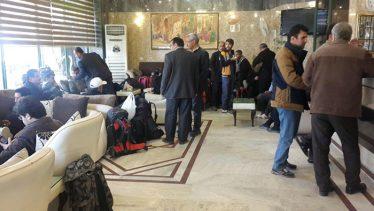 سرگردانی زائرین رفسنجانی در نجف و بلاتکلیفی مسافرین کربلا در رفسنجان / عکس
