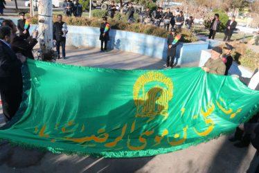 تعویض پرچم امام رضا(ع) در میدان قدس رفسنجان / تصاویر