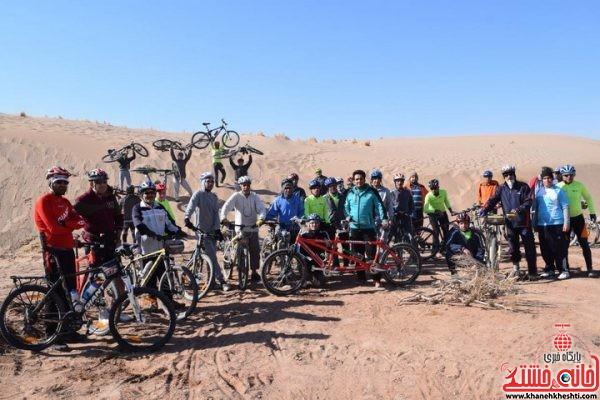 بازدید دوچرخه سواران از کویر زیبای دهستان لاهیجان رفسنجان