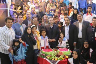 شب یلدایی متفاوت در کنار کودکان بی سرپرست رفسنجان / تصاویر