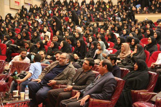 اقدام قابل تحسین مسئولین دانشگاه ولیعصر رفسنجان در جشن دورهمی شب یلدا / عکس