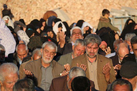 نماز طلب باران در رفسنجان اقامه شد / تصاویر